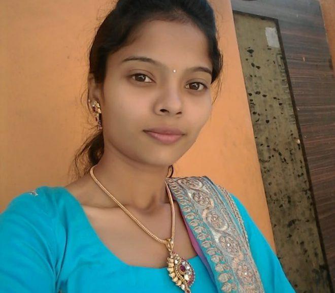 Desi cute bhabi open her pussy